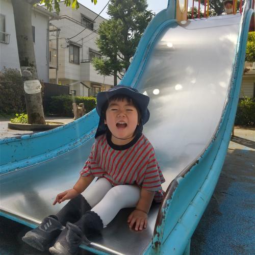 園の近くの公園です。大きなすべり台は子ども達のお気に入りです!